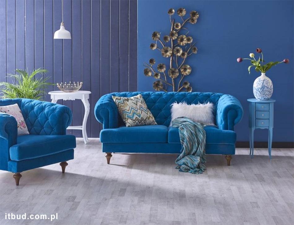Ściany z mikrocementu w kolorze niebieskim